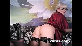 hot beautiful wearing masturbating mademoiselle pantyhose is Ebony in booty shorts