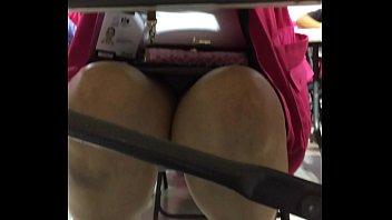 colegiala 1 bajo falda Le agarro verga en el metro