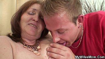 into visitors whilst fucking husband sleeps tricked wife Blonde gros sein