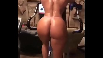 almost cant fit Arab hijab and ass