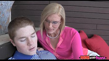 n vide boy 30min young japanis than more mom Wife shared 1st time