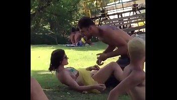 bucetas 2 cabeludas Se la cogen en el monte porn video