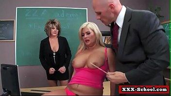 teacher highschool student and sex Nenita colegiala le chupan la teta en el salon